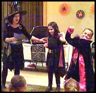 Kids participate in vampire story in Daisy Doodle's halloween magic show nyc